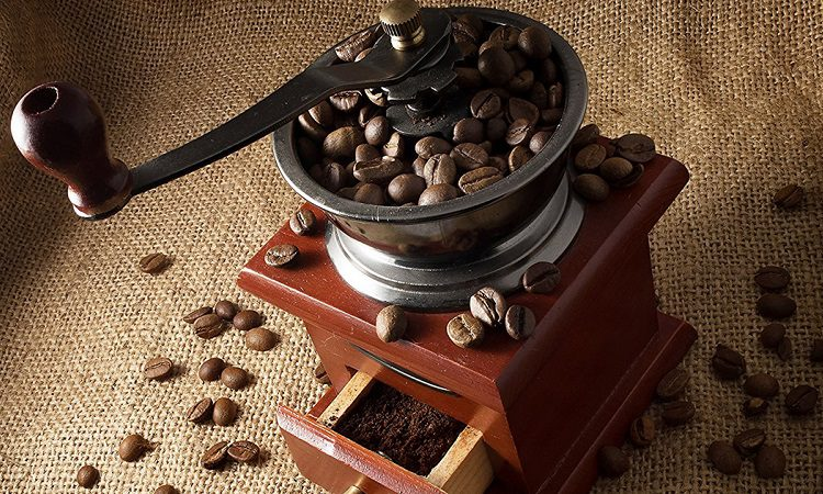 HOW LONG DOES IT TAKE TO MANUALLY GRIND COFFEE?